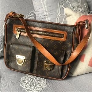 Authentic Louis Vuitton Hudson GM